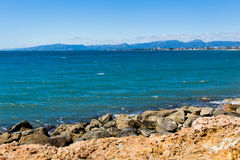 Steenachtige kust in Salou, Spanje Royalty-vrije Stock Foto