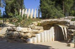 Steenbeeldhouwwerken bij de ingang aan het Kinderen` s Gedenkteken bij het de Holocaustmuseum van Yad Vashem in Jeruzalem Israël Royalty-vrije Stock Foto's