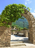 Steenboog in het historische centrum van La Vella van Andorra Stock Fotografie