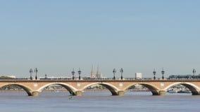 Steenbrug in Bordeaux in Frankrijk stock videobeelden