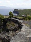 Steenbrug op de kust van Pico-eiland, de Azoren, Stock Afbeeldingen