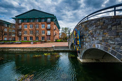 Steenbrug over Carroll Creek, in Frederick, Maryland Stock Fotografie