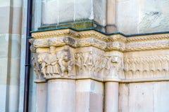 Steengravure van Grossmunster-kerk, Zürich, Zwitserland Stock Foto's