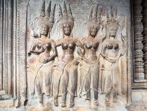 Steengravure van het dansen engelen in Angkor Wat, Kambodja Stock Afbeeldingen
