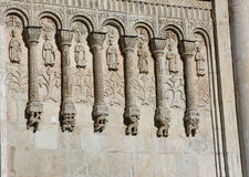 Steengravures op de voorgevel van de tempel Stock Afbeelding