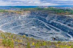 Steengroeve van de mijnbouw van het vanadiumerts stock afbeeldingen