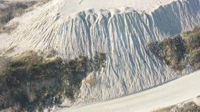 Steengroeve voor de extractie van puin luchtonderzoek stock video