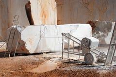Steengroevemachine om marmer te zagen Stock Foto