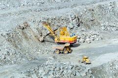 Steengroevemijnbouw van asbest, Oeralgebergte, Rusland Royalty-vrije Stock Afbeeldingen