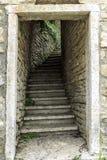 Steenhuis in de berg Italiaanse huizen stock afbeeldingen