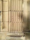 Steenkolom in muurtextuur Royalty-vrije Stock Foto's
