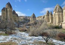 Steenkolommen in Gorcelid-Vallei in Cappadocia, Turkije Stock Afbeelding