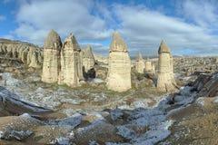 Steenkolommen in Gorcelid-Vallei in Cappadocia, Turkije Stock Foto