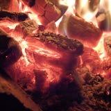 Steenkool in brand Stock Afbeeldingen