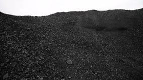 Steenkool in de achtergrondkolenmijn Open - gegoten mijnbouw stock videobeelden