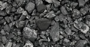 Steenkool in de achtergrondkolenmijn Open - gegoten mijnbouw stock footage