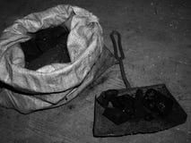 Steenkool in een zak royalty-vrije stock foto
