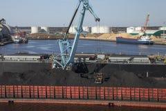 Steenkool het laden Stock Foto's
