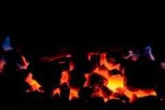 Steenkoolantraciet Brandende steenkool in de oven van een vaste brandstofboiler royalty-vrije stock foto