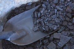 Steenkoolbak en Schop Royalty-vrije Stock Afbeeldingen