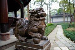 Steenleeuw vóór paviljoen, Chengdu Stock Fotografie
