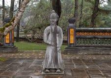 Steenmandarin beeldhouwwerk in forecort die het Stele-Paviljoen in Turkije Duc Royal Tomb, Tint, Vietnam voorafgaan royalty-vrije stock fotografie