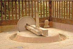 Steenmolen, oud hulpmiddel in Chinees dorp Royalty-vrije Stock Fotografie