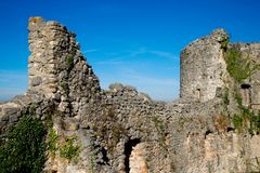 Steenmuur en toren van het Dorneck-kasteel in Zwitserland Stock Afbeeldingen