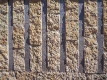 Steenmuur met parallelle patroon abstracte textuur als achtergrond royalty-vrije stock foto