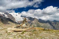 Steenpiramide op trek aan Monte rosa, Italië royalty-vrije stock foto's