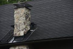Steenschoorsteen op het dak Royalty-vrije Stock Afbeelding