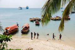 14-04-2007 Steenstad, de Boten van Zanzibar, Tanzania, strand, blauwe hemel, Zanzibar stock fotografie