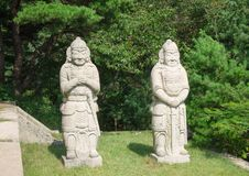Steenstandbeeld op het graf van koningsconmin Stock Foto's