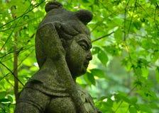 Steenstandbeeld van Boeddhismebeschermer, Kyoto Japan Stock Foto's