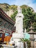 Steenstandbeeld van gwanseeum-Bosal bij Sanbangsa-Tempel Ook het geweten Royalty-vrije Stock Fotografie