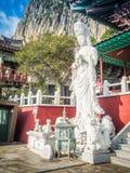 Steenstandbeeld van gwanseeum-Bosal bij Sanbangsa-Tempel Ook het geweten Stock Fotografie