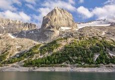 Steentand bij de Italiaanse Alpen stock foto's