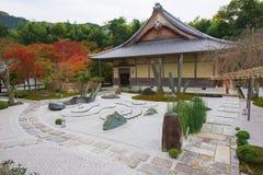 steentuin bij Enkoji-Tempel in Kyoto stock fotografie