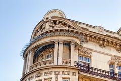 Steenvoorgevel bij de klassieke bouw Royalty-vrije Stock Fotografie