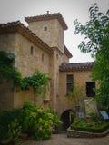 Steenvoorgevel in de Stegen van het Kleine Middeleeuwse Dorp van Bruniquel stock fotografie