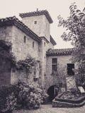 Steenvoorgevel in de Stegen van het Kleine Middeleeuwse Dorp van Bruniquel stock foto's