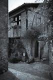 Steenvoorgevel in de Stegen van het Kleine Middeleeuwse Dorp van Bruniquel royalty-vrije stock foto