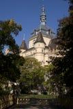 Steeple здания парка в парке Будапешта стоковое изображение rf