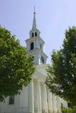 Steeple bianco della chiesa Immagine Stock