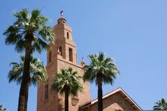 Steeple della chiesa con le palme Immagine Stock Libera da Diritti