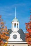 Steeple ed alberi con le foglie di autunno Immagini Stock Libere da Diritti