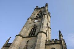 Steeple fuori bombardato della chiesa Fotografie Stock