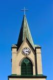 Steeple impressionante da igreja com pulso de disparo Imagem de Stock Royalty Free