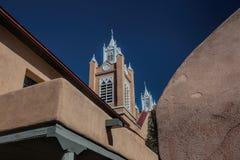 Steeples церков в старом городке Альбукерке, Неш-Мексико Стоковое фото RF