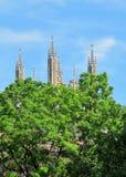 Steeples церков и предпосылка голубого неба Стоковые Фото